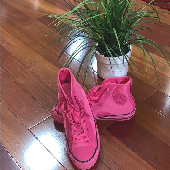 Converse Other - Pink High Top Converse (NWOT)